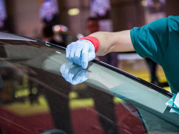 ورشة زجاج السيارات