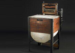 نموذج لأول غسالة كهربائية