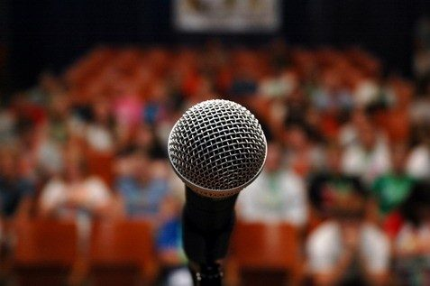 التحدث امام الجمهور