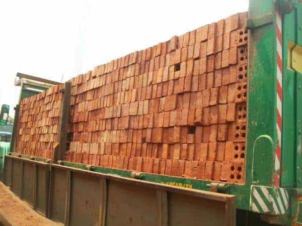 مشروع-نقل-الطوب-من-المصانع-الي-مواقع-البناء